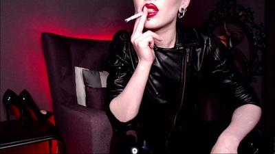 Queen of smoking