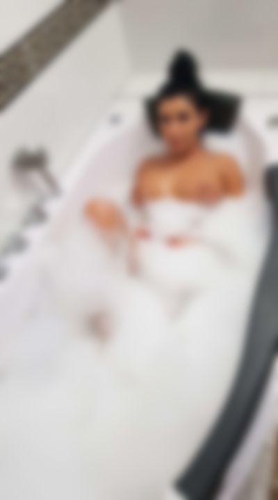 Hot bubbles bath